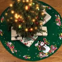 86307 Bucilla Candy Snowman Tree Skirt Kit