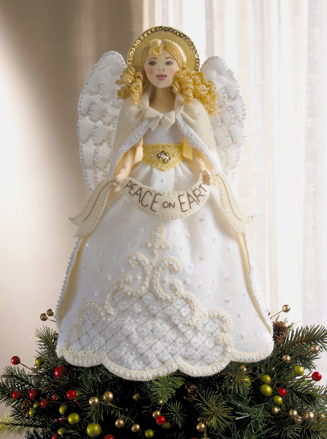 S Fthinternational Com Wp Content Uploads 20  - Christmas Tree Angel Toppers