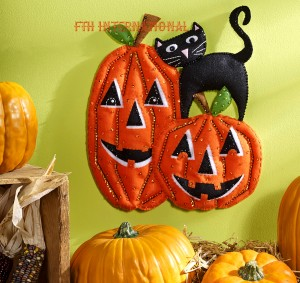 86692FCWMR2 Pumpkins Wall Hanging